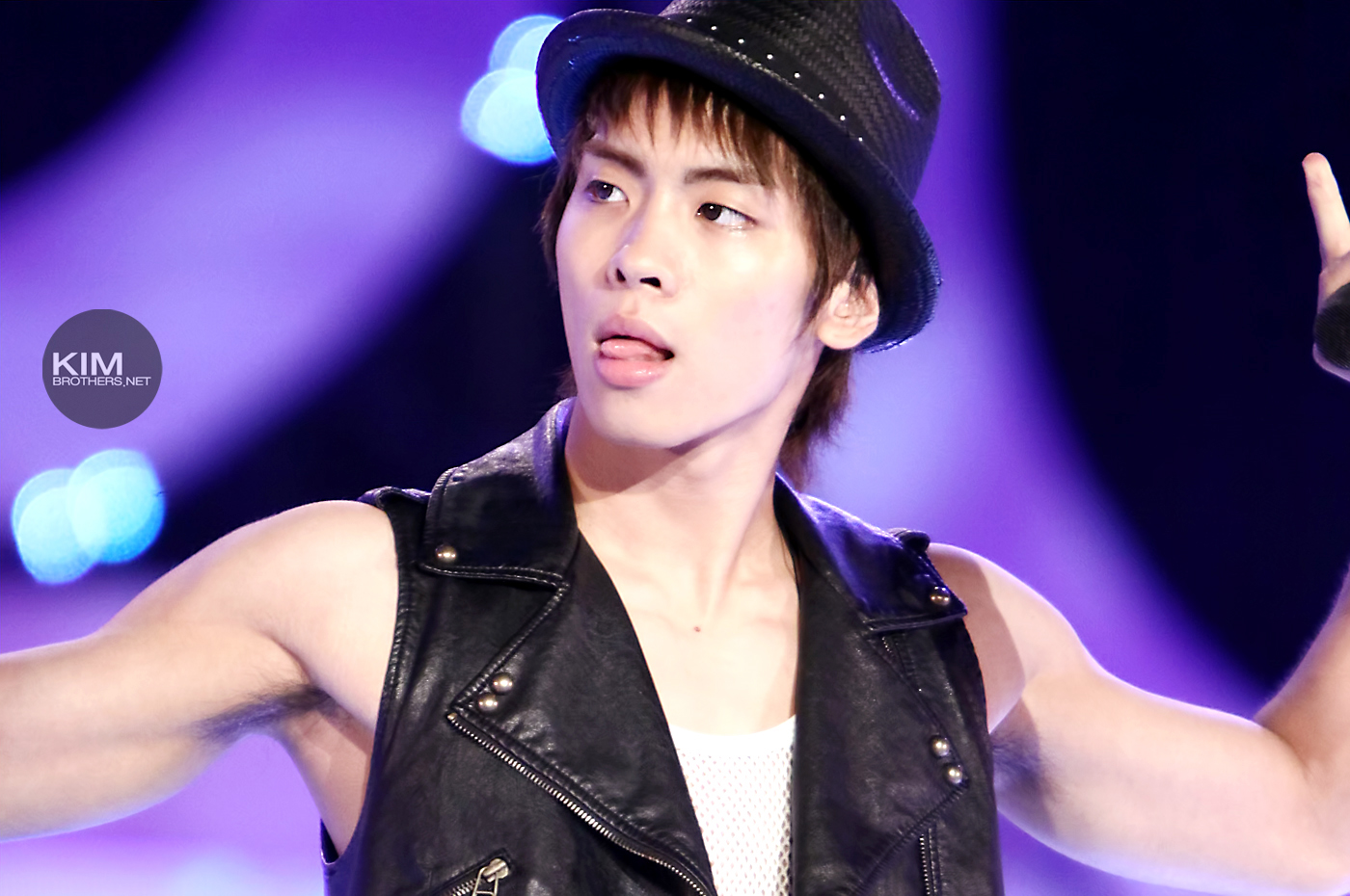 updated   u2013  caution  very hot   jonghyun and his tongues  lips   open concert 100701