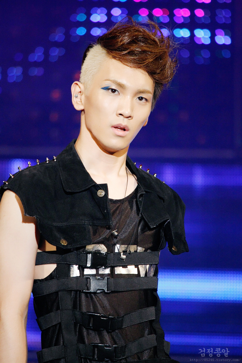 http://forevershiningshinee.files.wordpress.com/2010/08/key-hot-stare.jpg